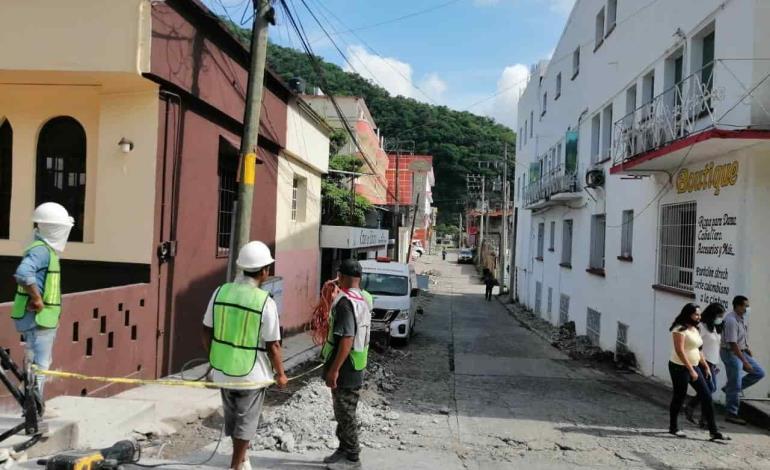 Rehabilitan calle  con inversión local