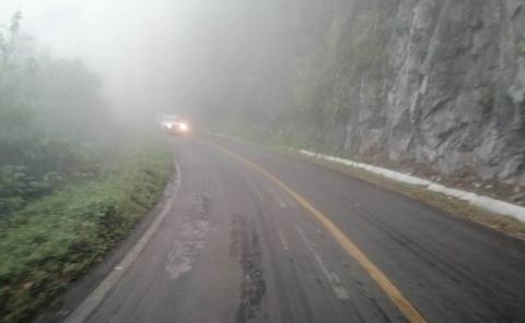 Advierten a conductores por bancos de neblina