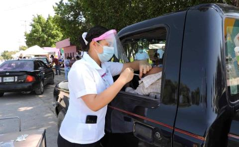 500 automovilistas fueron a vacunarse