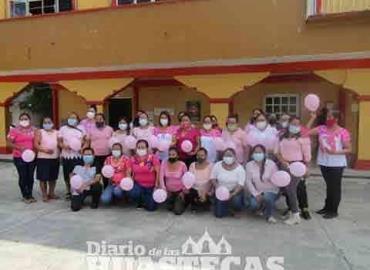 Conmemoran el día de cáncer de mama