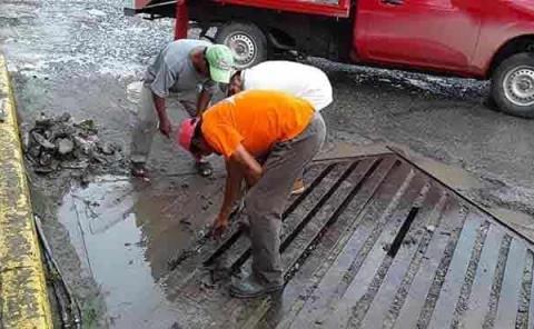 Desazolvan  los drenajes