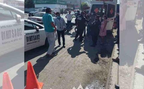 Taxi impactó  a motociclista