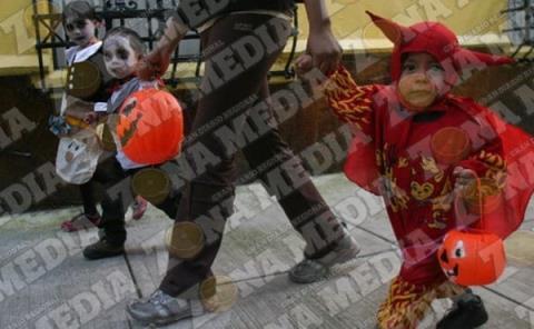 Arriesgan a niños con el Halloween