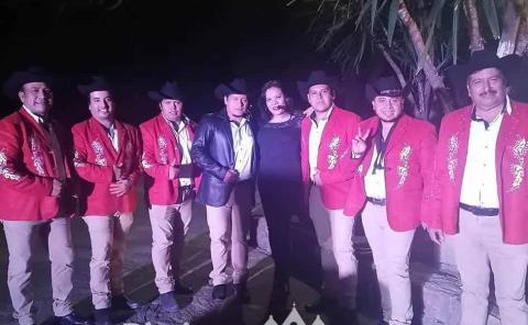 Edgar Longino y su norteño banda