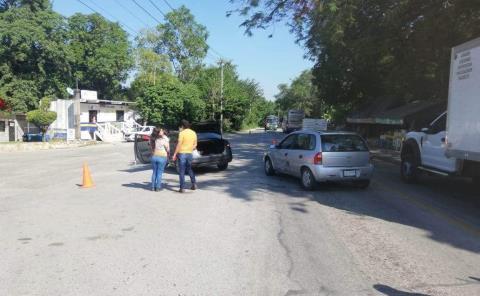 Dama provocó choque de autos