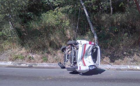 VOLCÓ TAXI EN LA VALLES-RIOVERDE