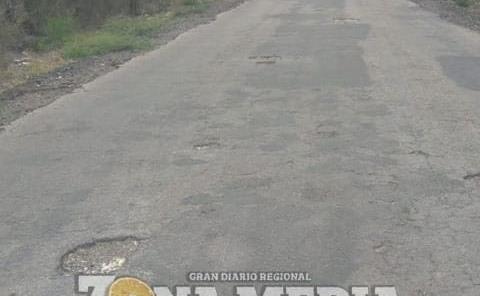 Piden arreglo de carretera