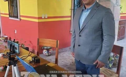 Edil Ramón Torres felicitó a egresados