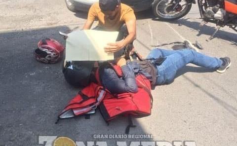 Joven motociclista lesionado al caer