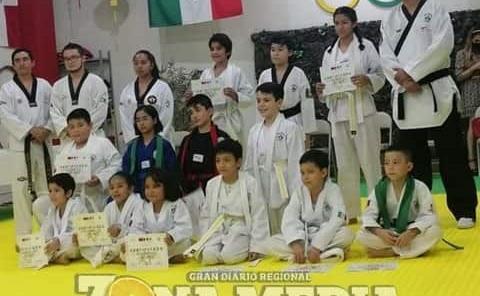Taekwondoistas cambiaron de cinta