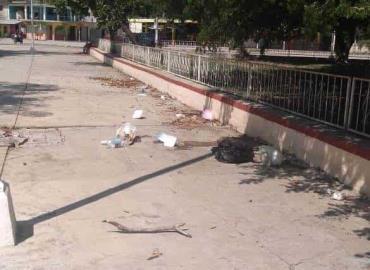 Autoridades no apoyan limpieza de la Plaza 21