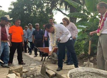 Alcalde cumple obras de impacto