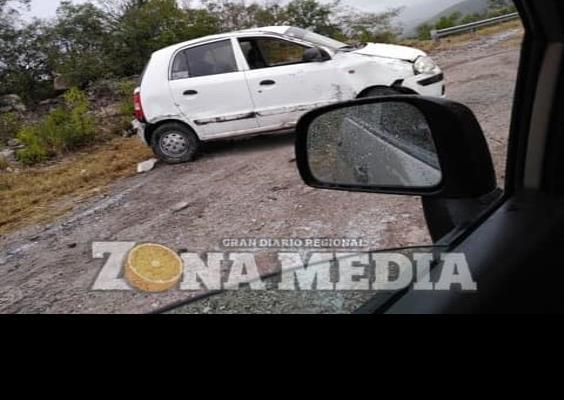 Tripulantes heridos al volcar en rúa 70