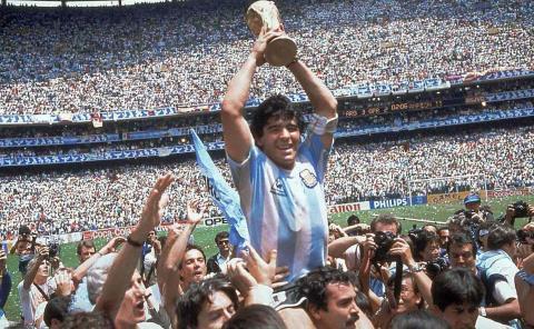 """""""La Pelusa"""" Maradona falleció a los 60 años, después de sufrir una descompensación en su domicilio."""