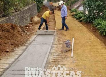 Son beneficiados con construcción de drenaje