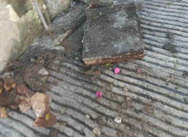 Un drenaje colapsado causa contaminación