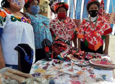 Artesanías huastecas a evento internacional