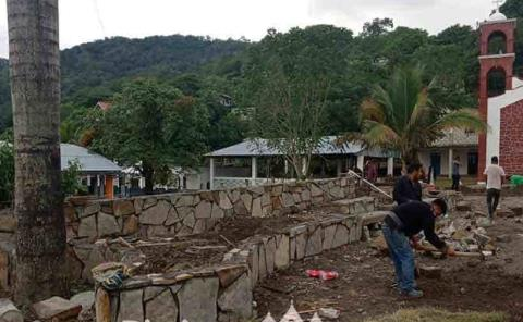 Construcción de plaza pública está en proceso
