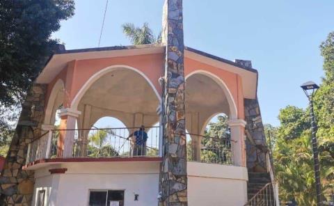 Ayuntamiento quitó el mural de José Robles