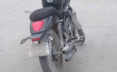 Empleada del DIF causó daños a moto