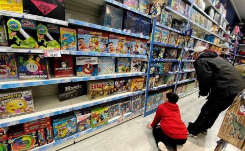 """Familias gastan mucho por la """"mercadotecnia"""""""