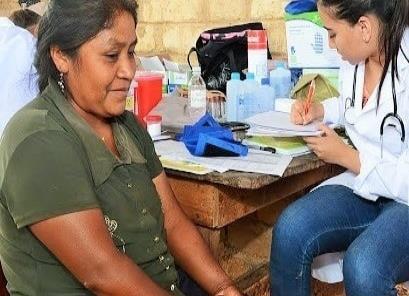Firman convenio por salud de los pobres