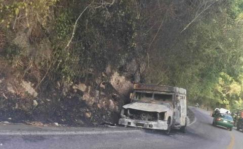 Ardió una camioneta de empresa Cometra
