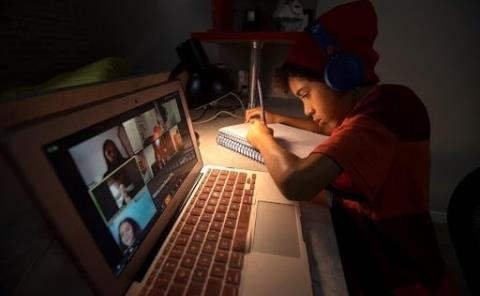 Desestiman papás las clases en línea